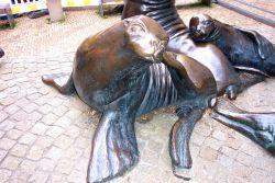 Sculpture of harbor seals. Photo