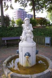 Statue of gnomish sailor. Photo