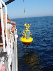 Recovering a GoMOOS buoy in cooperation with the University of Maine Gulf of Maine Ocean Observing System. Photo