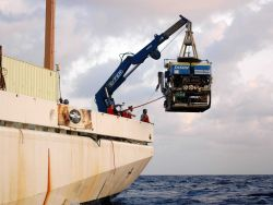 Deploying the remotely operated vehicle JASON II from the port quarter of the NOAA Ship RONALD H Photo