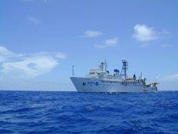 NOAA Ship GORDON GUNTER port side view. Photo