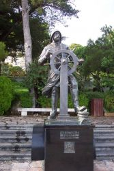 A bronze statue of Prince Albert of Monaco in heavy weather gear while at the helm of one of his vessels. Photo