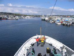 NOAA Ship FAIRWEATHER approaching the Hiram M Photo