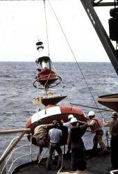 Deploying deep-ocean oceanographic buoy Photo