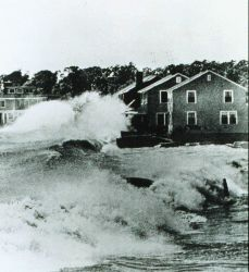 Hurricane Carol destroyed hundreds of summer cottages and homes Huge waves bound into beach front homes Photo