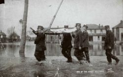 Police carrying a victim of the 1913 flooding. Photo