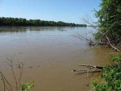 A brimful Wabash River - at the border between Indiana and Illinois Image