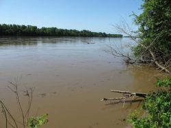A brimful Wabash River - at the border between Indiana and Illinois Image