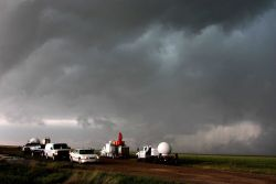 A fleet of VORTEX2 vehicles tracks a supercell thunderstorm near Dumas Image