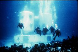 Aquanauts excurt (saturation dive) from TEKTITE I. Image