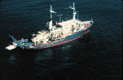 ALVIN and her support ship R/V Atlantis. Image