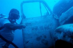Truk native diving on artificial reef Photo