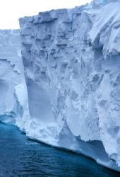 Edge of the Ross Ice Shelf as seen by the NATHANIEL B Photo