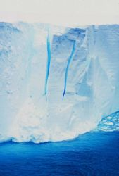 The seaward edge of the floating Ross Ice Shelf Photo