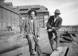 Robert Reamer & foreman Mr George at Canyon Hotel build site Photo