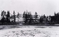 Fountain Hotel, built in 1890, active from 1891-1916, razed 1927 Photo