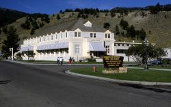 Mammoth Hot Springs restaurant Photo