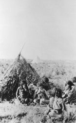 Bannock Indains with wickiup - History - Indians Photo